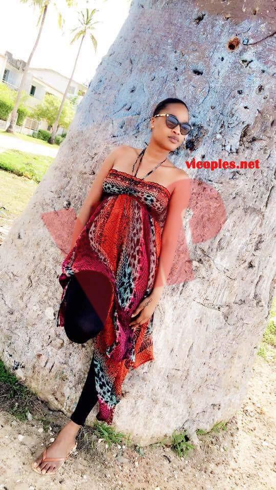 Esther Ndiaye hot et sexy en mode shoting.
