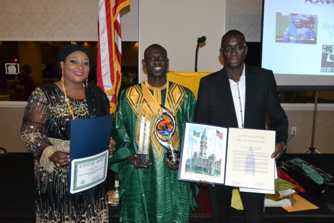 VIDEO: Pape Diouf reçoit le Award de l'Artist Of The Year et Award Of Contribution Africa's Musical Herutage par le Senator Athony H. Williams de Pensylvania et l'Adjointe au Maire de Philadelphia. Regardez