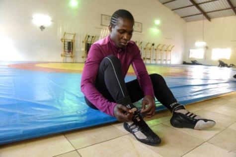 """Fondation Abdou Diouf """"sport-vertu"""" : la lutteuse, Isabelle Sambou décroche le prix spécial"""
