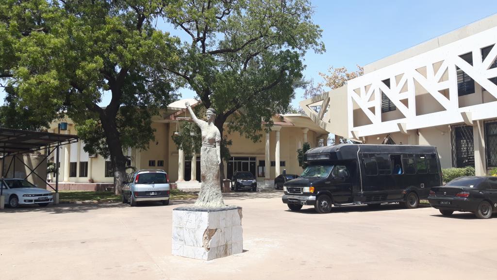 En Gambie, des juges de l'ère Jammeh maintenus en fonction, les avocats s'insurgent