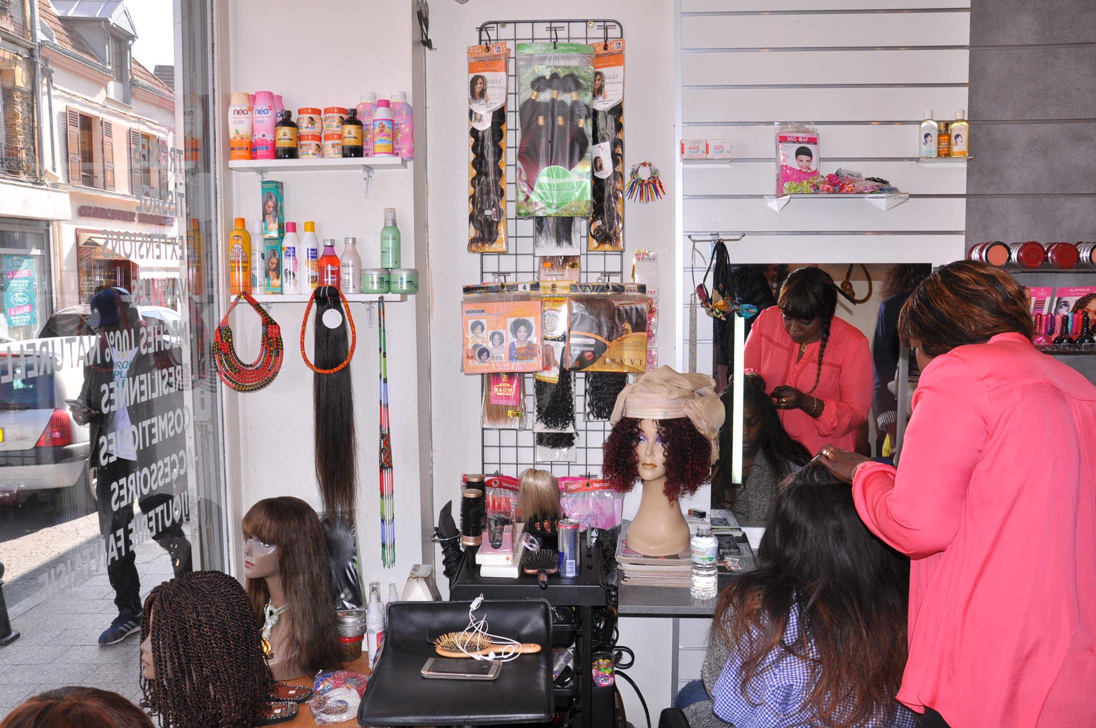 Fama tresse salon de beaute tressage afro antillais dans le fond de l 39 anniversaire de waly - Salon afro antillais paris ...