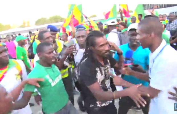 Arrivée des Lions à l'aéroport LSS: L'incroyable accueil des Sénégalais plus que fiers.