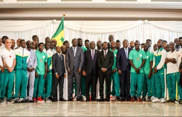 Arrêt sur image: Le président Macky Sall entouré des Lions au Palais de la République