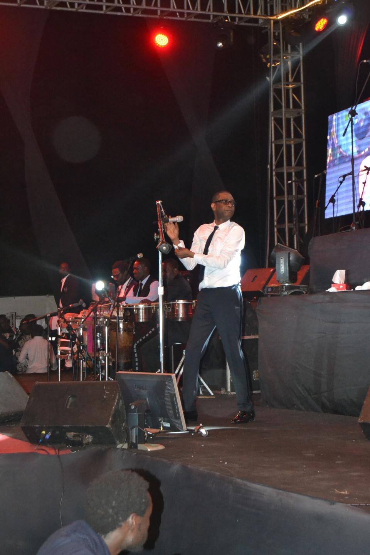 95 Photos : Youssou Ndour casse la baraque au CICES, il est toujours le numéro 1