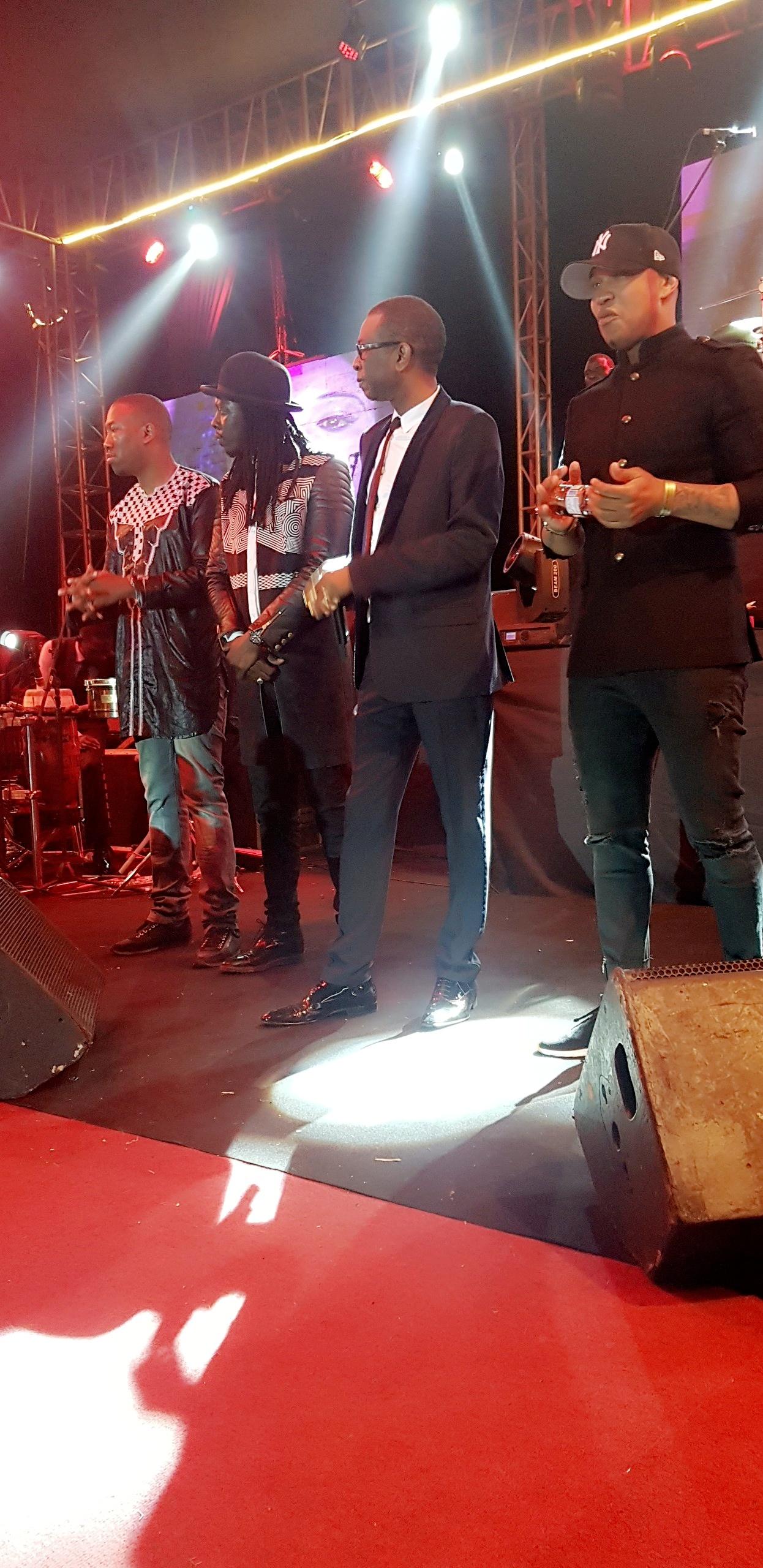 Youssou Ndour, Fada Fredy et El Hadj Diouf chauffent le grand public du CICES au Grand Bal de 2018. Regardez