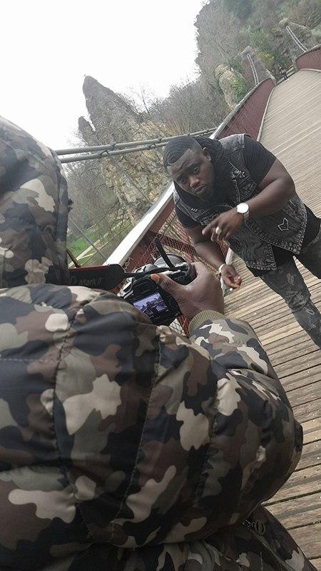 Les images de la nouvelle vidéo de l'artiste Sénégalais de Paris Magou Mbaye.