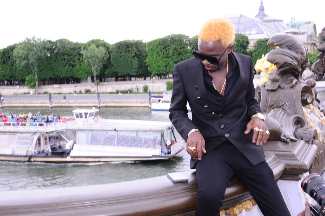 "Sidy Diop new look avec son ""CHOU BABY"" à Paris."