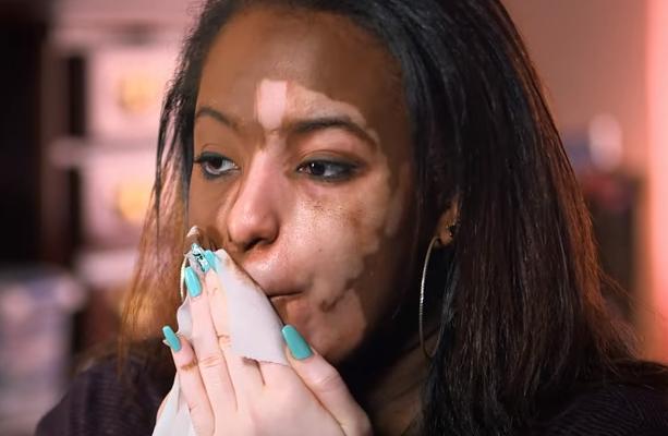 Pendant 7 ans, elle s'est cachée derrière le maquillage – mais aujourd'hui, elle est enfin prête à dévoiler qui elle est vraiment
