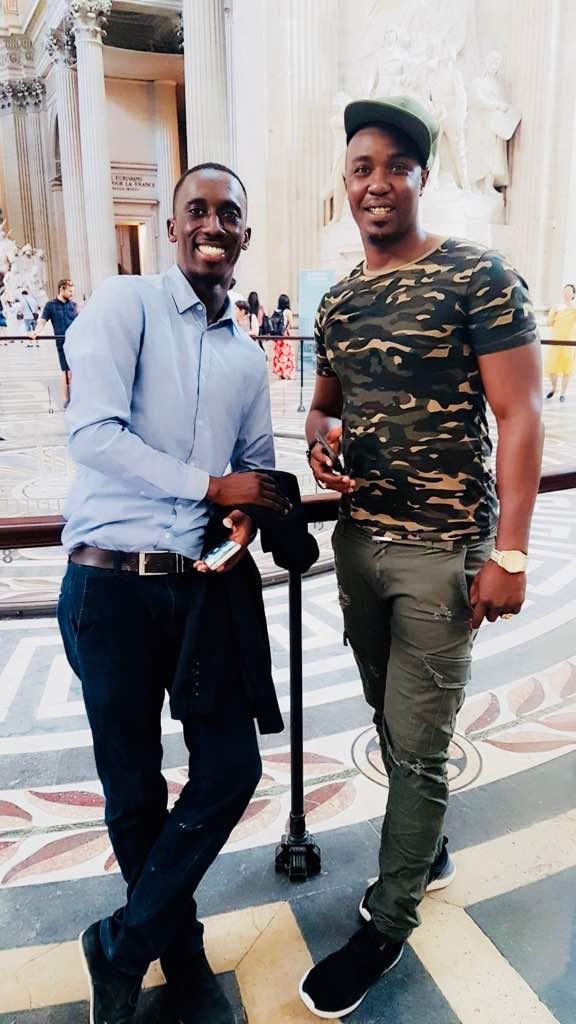 Le Don King de la Bande FM, Cheikh Sarr n'oubliera pas sitôt de ses vacances avec sa douce moitié à Paris.