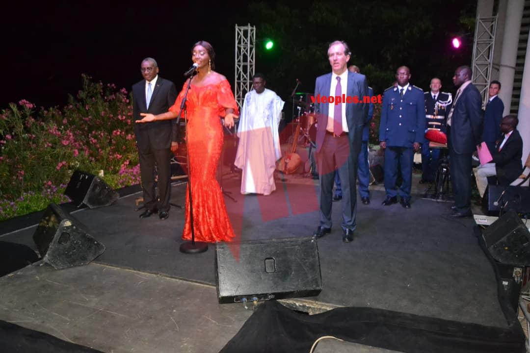 En images, la diva Coumba Gawlo assure un spectacle inédit à la Résidence de l'ambassade de la France à Dakar.