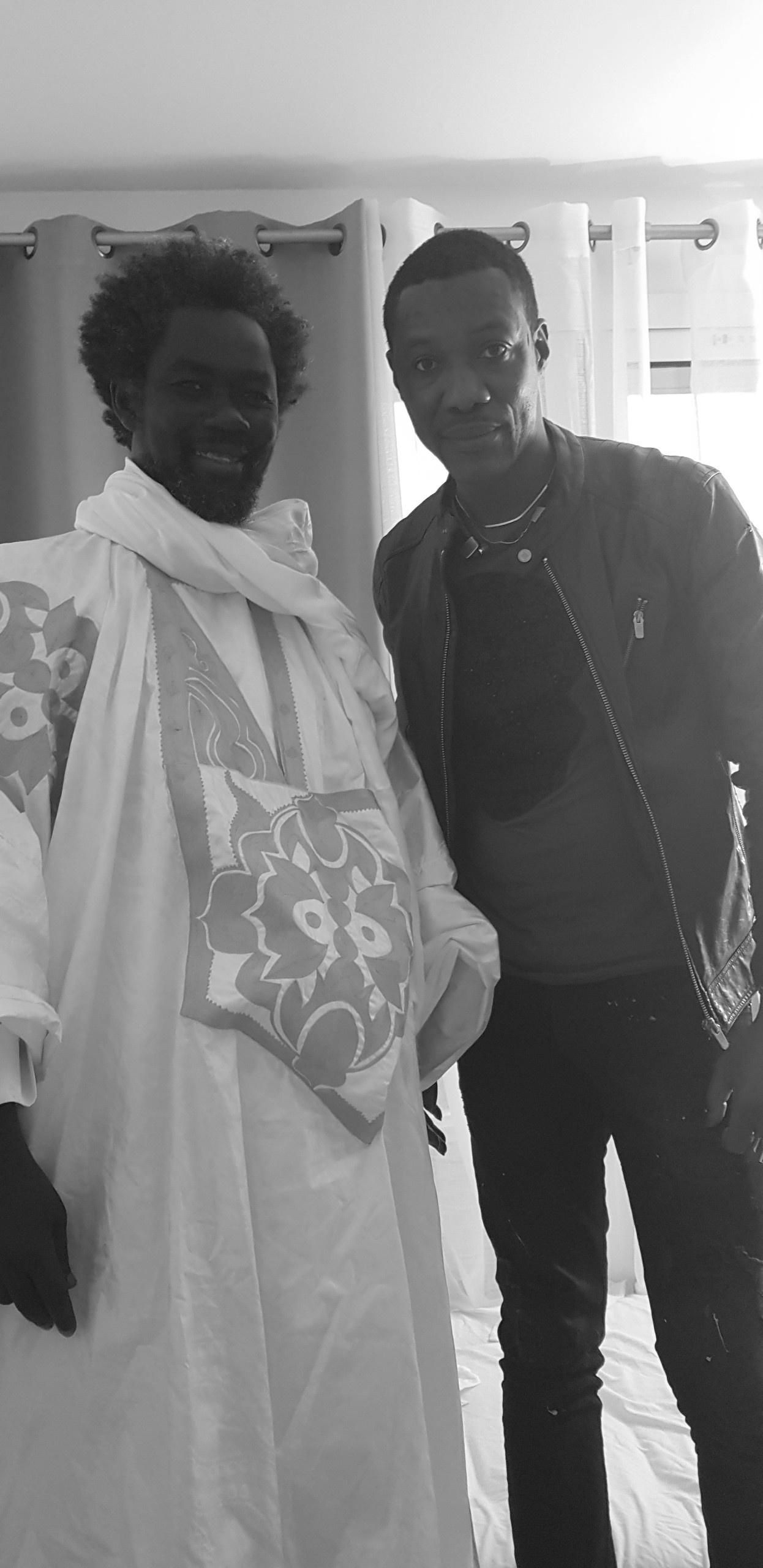 """Visite de Serigne Akassa Samb chez Pape Ndongo Dieng le """"Dieuwrigne"""" de Serigne Saliou à Paris. Regardez"""