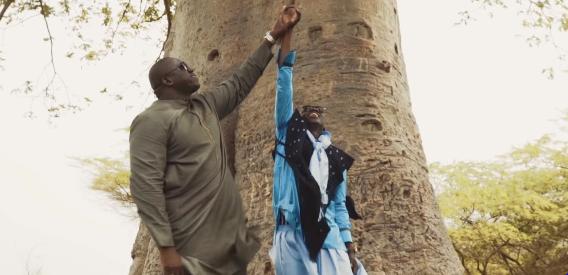 Vidéo : Yékini réapparaît dans le nouveau clip de Pape Diouf  » Séréres  »Regardez !