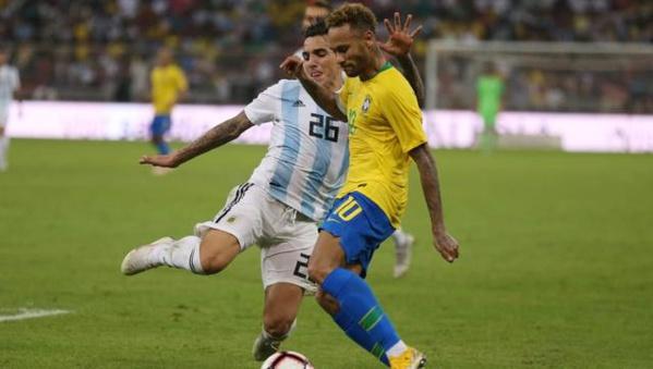 LÉGENDE : Neymar bat un record de Pelé avec le Brésil
