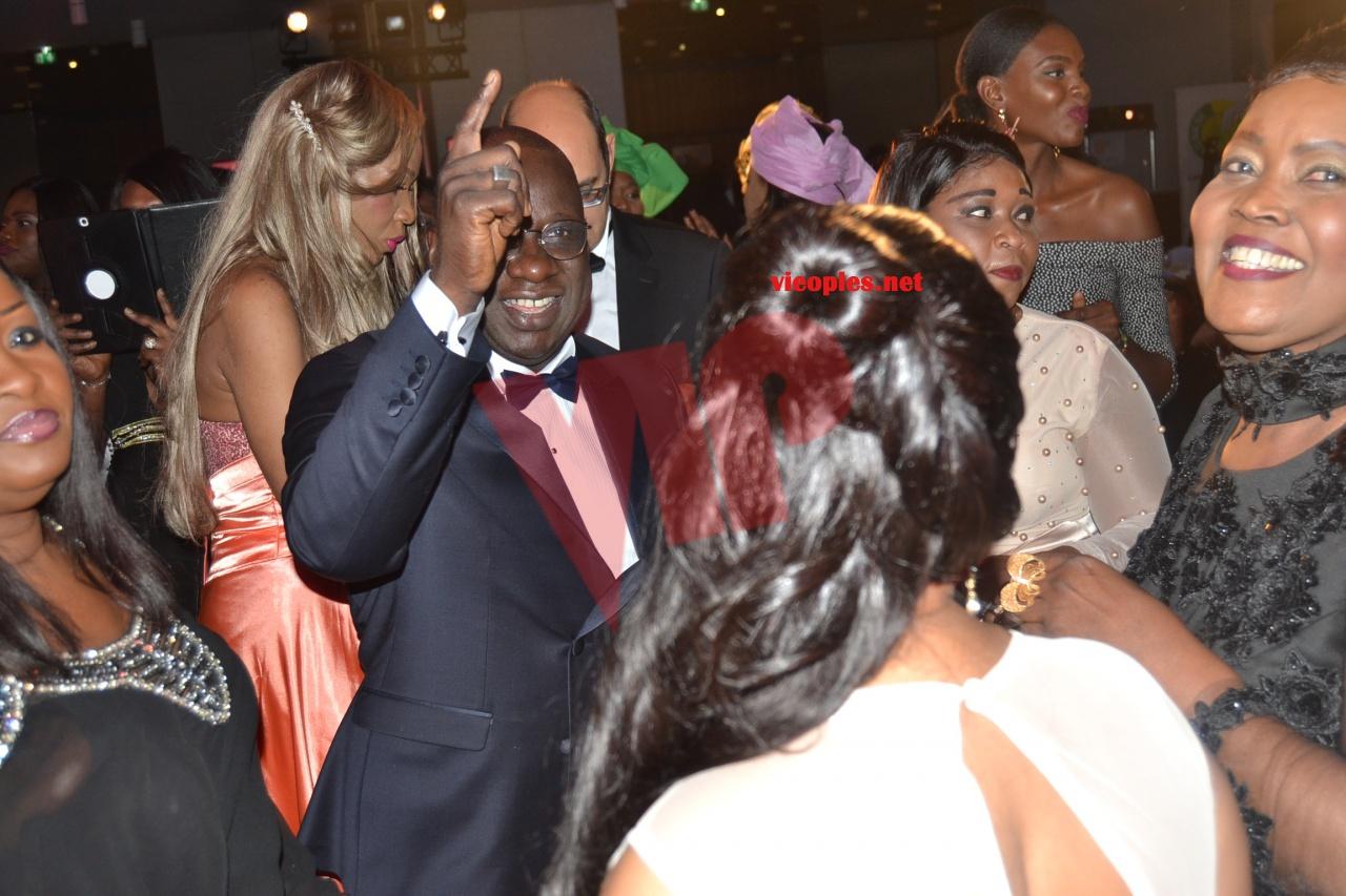 AFRICAN LEADERSHIP AWARD: Youssou Ndour fait danser le ministre sidiki Kaba et le président Mbagnick Diop.