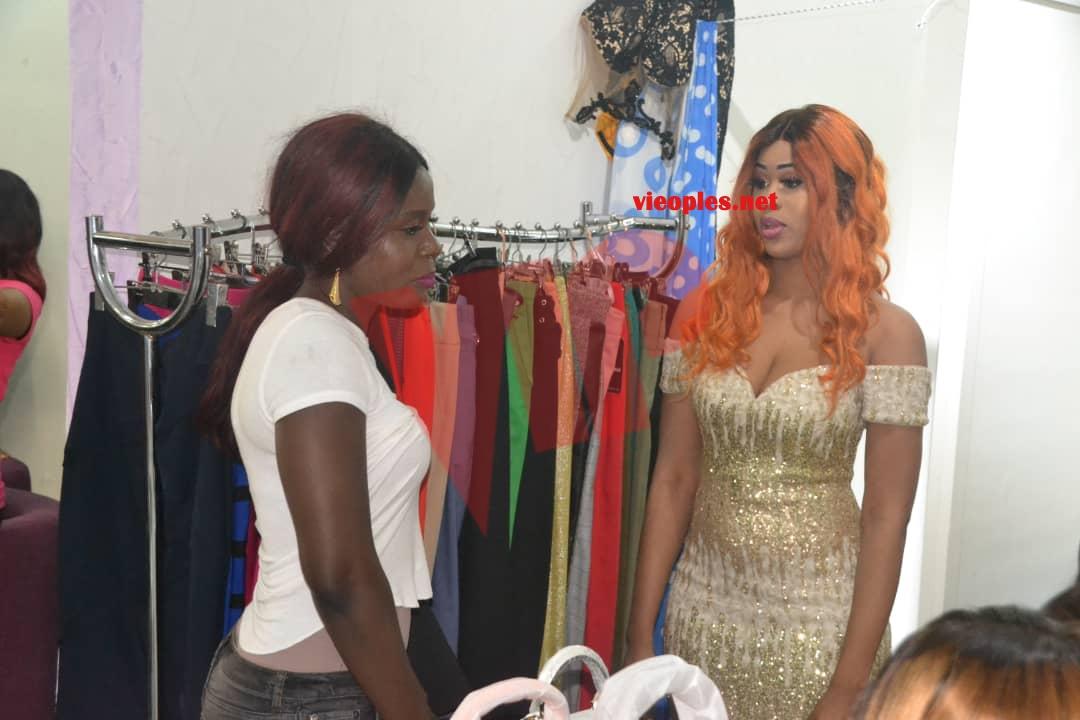 TENDANCES 2019 :L' ex Miss Sénégal, Ndeye Astou Sall en mode shooting chez Mata Style pour le choix de collection Nouvel An 2019.