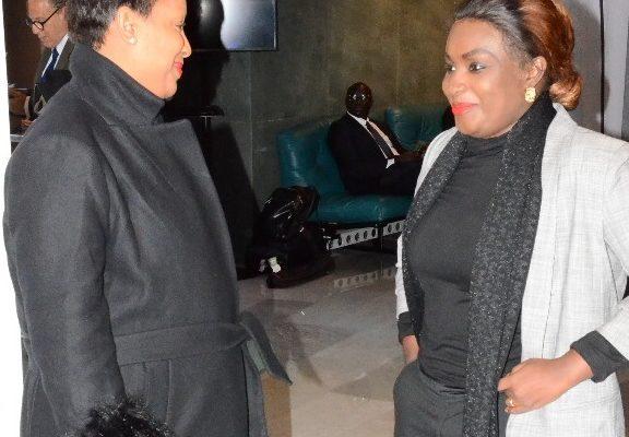 Maguy Channel, l'épouse du Ministre Birima Mangara en toute complicité avec Sarah Cissé de la Tfm