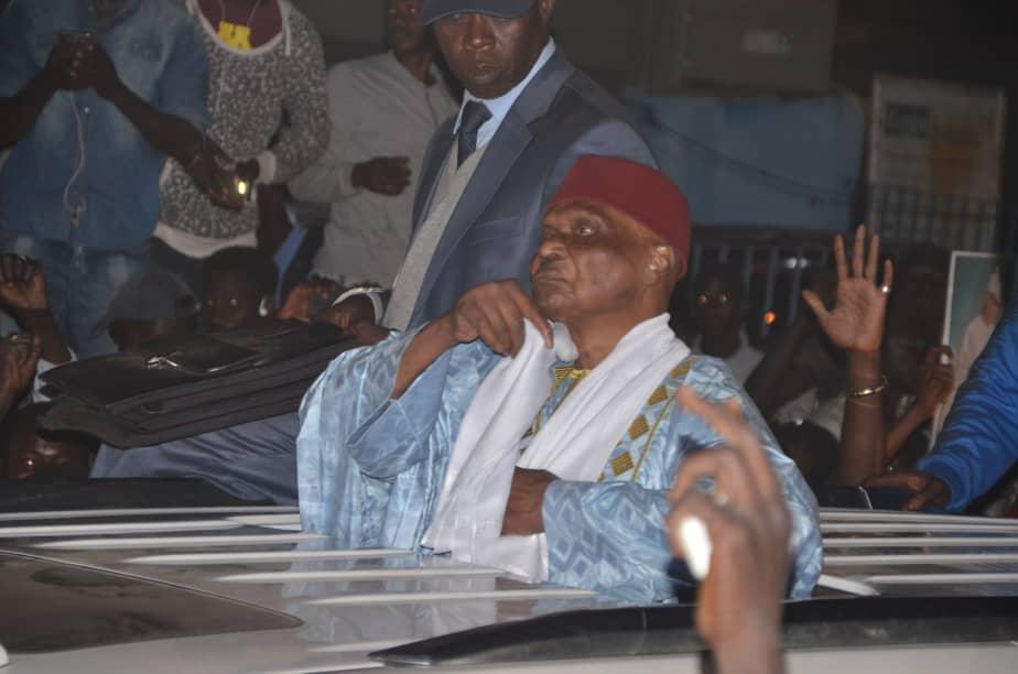 Aussitôt revenu au bercail, Me Wade demande aux Sénégalais de brûler leurs cartes d'électeurs