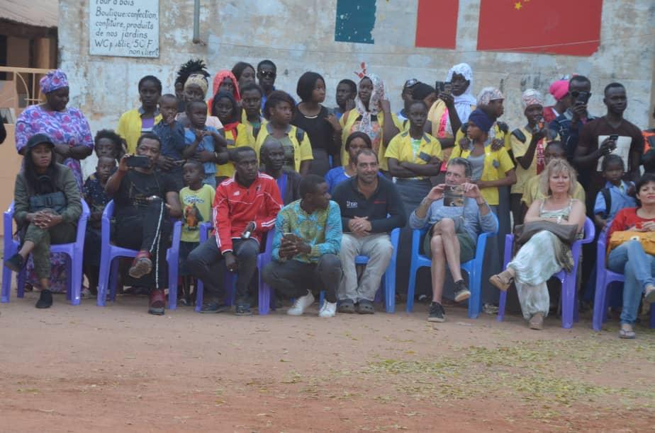 L' accueille de Queen Biz au 21 eme éditions du carnaval du Sud avec les jeunes de Kafountine.