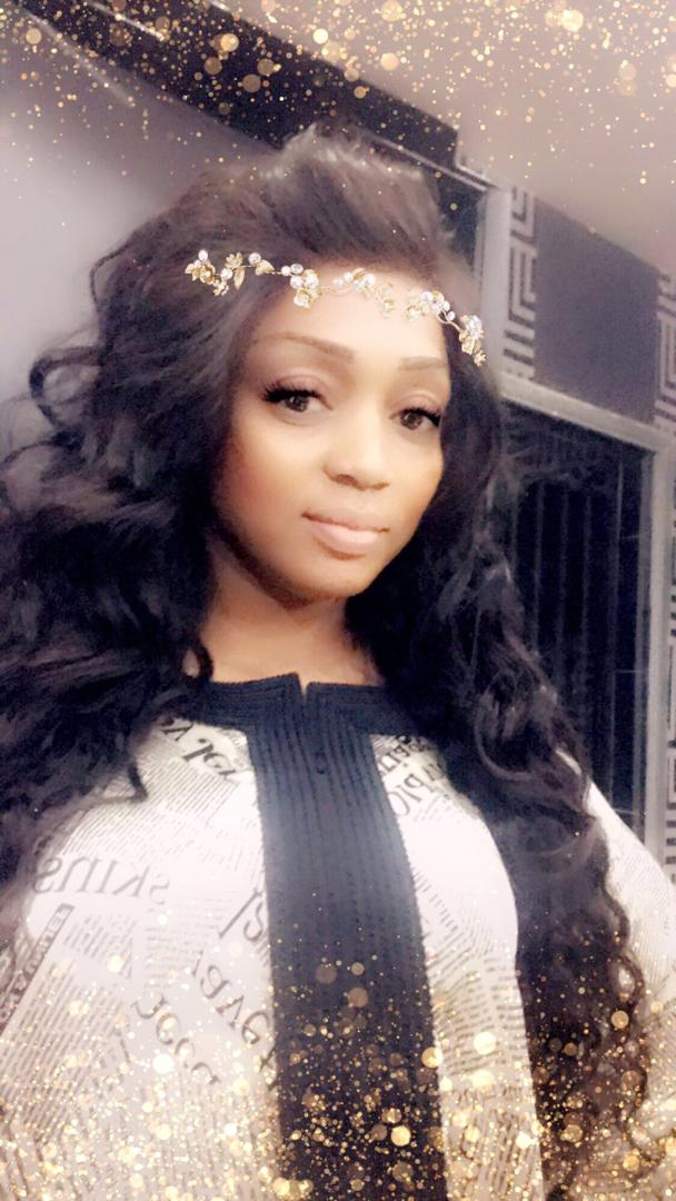 VIDÉO: Hameudy Badiane couvert de billets de banque le jour de son anniversaire par Colé faye de Cobra Beauty Hair.