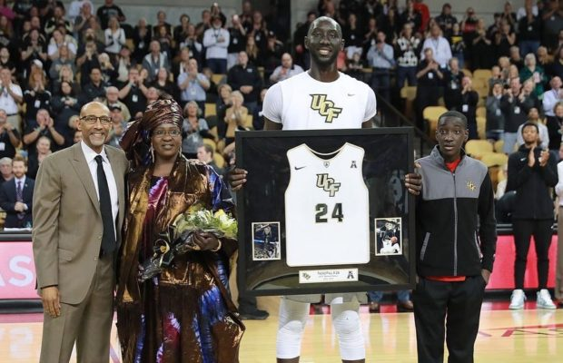 Le géant sénégalais, Elhadji Tacko Fall honoré par son université