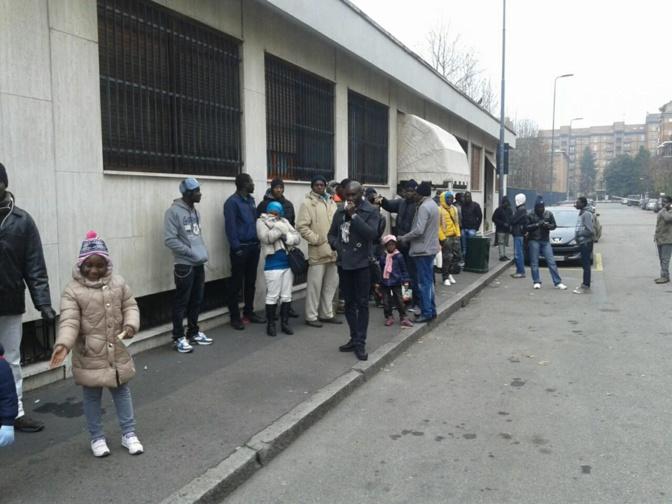 Brassards rouges au Consulat du Sénégal à Milan