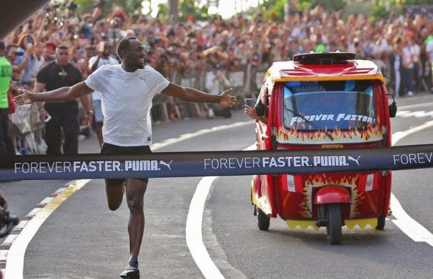 Usain Bolt fait la course contre un moto-taxi