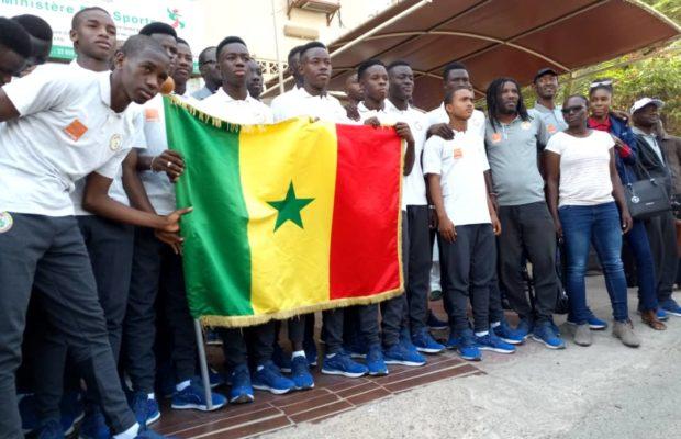 CAN U 17 : Les Lionceaux ont reçu le drapeau national