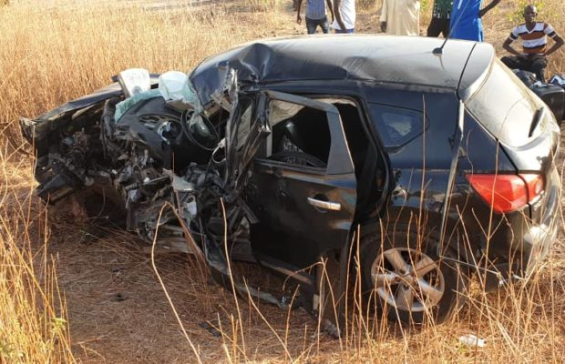 ACCIDENT SPECTACULAIRE: Collision entre un véhicule particulier et un car « Ndiaga Ndiaye » à Koungheul