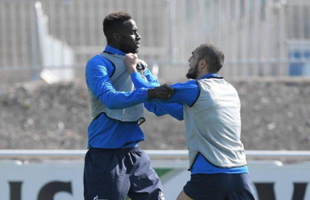 Salif Sané et son coéquipier algérien Bentaleb se battent à l'entrainement !
