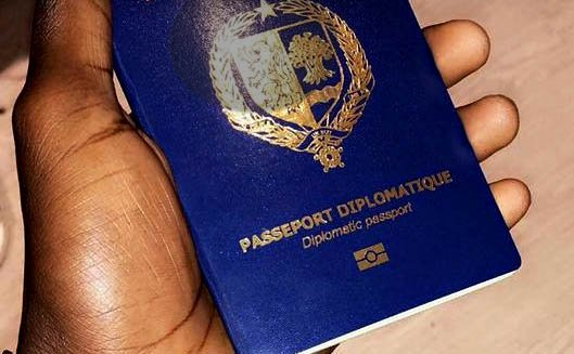 Macky Sall supprime les passeports diplomatiques