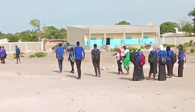 Visite au lycée de Bambaly construit par Sadio Mane