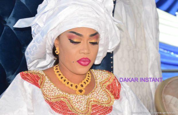 Thiant : Sokhna Aïda Prend Le Fauteuil De Cheikh Béthio Et Des Hommes Se Prosternent Devant Elle