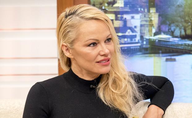 Dons pour Notre-Dame : le « coup de gueule » de Pamela Anderson « Que fait-on pour les sans-abris ? » :