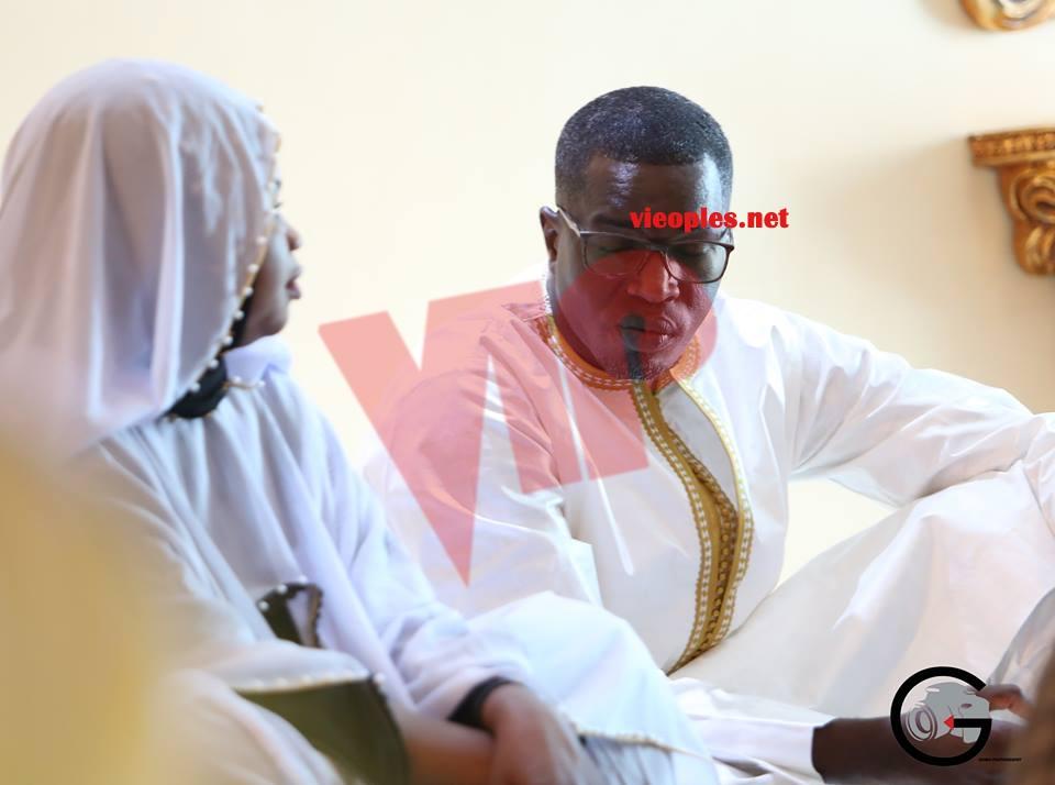 Le Juge Hamidou Déme en compagnie de la journaliste Ndeye Astou Guéye chez Serigne Abdou Karim Mbacké à Ndindi;