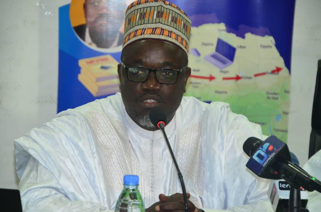 """Les images de la présentation du livre """"Le Crime Organisé dans le Sahel' du journaliste Mamadou Mouth Bane."""