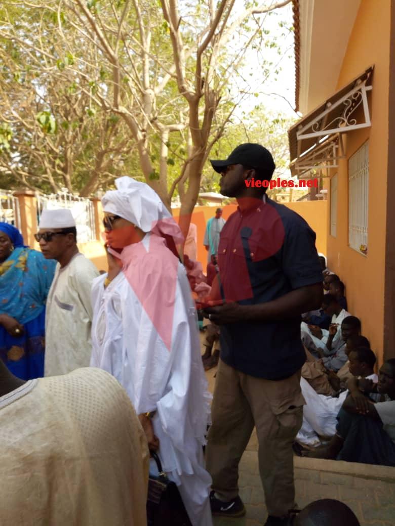 Décé de Cheikh Béthio: Colé Faye à Médinatoul Salam pour présenter ses condéléances à sa soeur et cousine Aida Saliou Diallo épouse du Cheikh.
