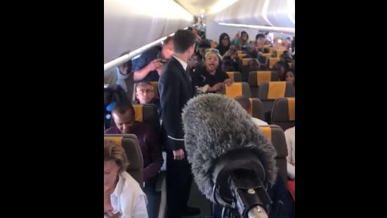 Vidéo – À bord de Air Sénégal : Cette passagère malienne chante les louanges de Macky Sall