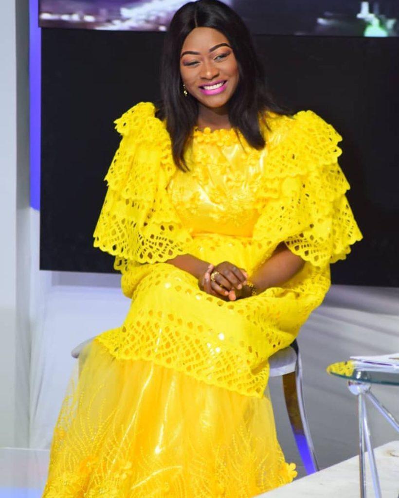 Khady Ndiaye Bijou, se dévoile, tout en jaune et splendide
