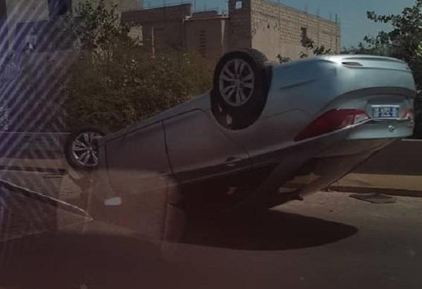 Un véhicule se renverse sur l'autoroute à péage avec à son bord 5 personnes (photos)