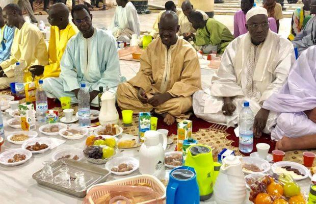 Les images du copieux Ndogou à la grande Mosquée de Touba – Regardez