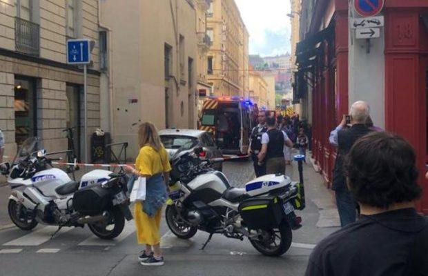 Explosion à Lyon : au moins 8 blessés, la piste du colis piégé privilégiée