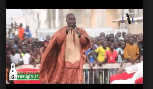 "VIDÉO: Cheikh Diop Mbaye a célébré la nuit du ""LEYLATOUL KHADRE"" à Massalikoul Djinane."
