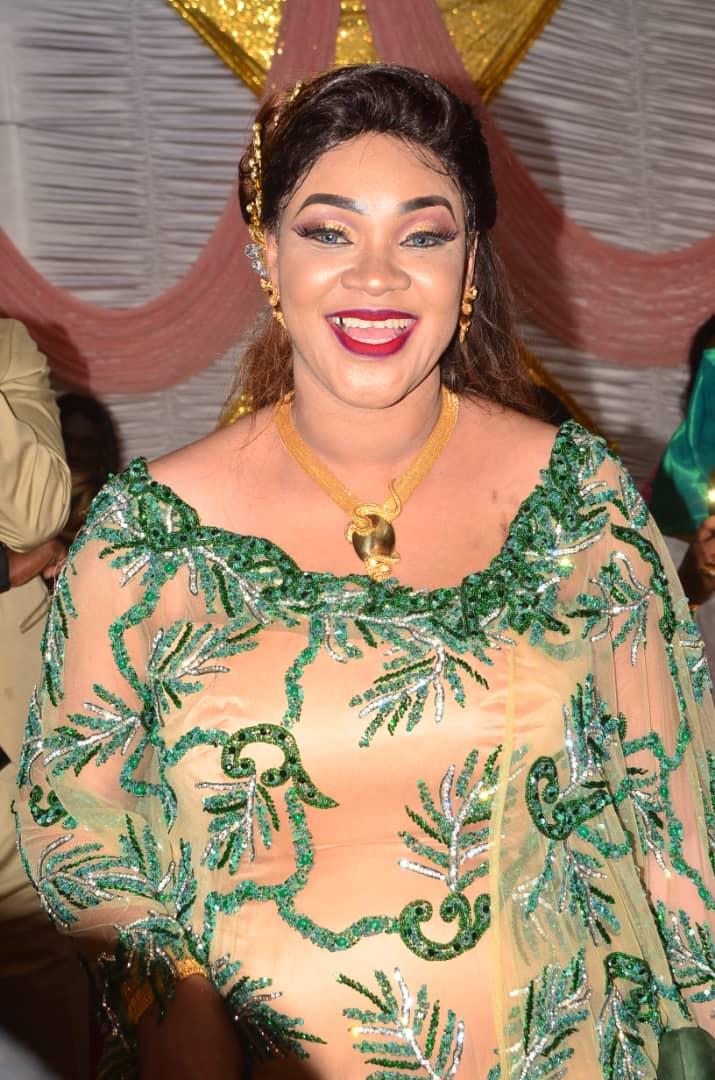 """Les différentes """"SANGNE SÉ"""" de la belle Ngoma épouse du célébre Houphét Thiam Expresso."""