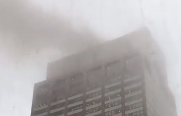 New York: un mort dans le crash d'un hélicoptère sur le toit d'un immeuble de Manhattan
