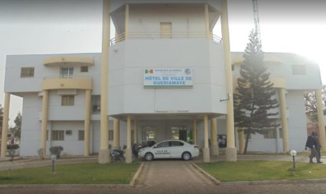 L'accès de la mairie bloqué par ses partisans: Aliou Sall rebrousse chemin