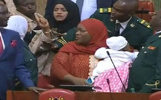 Kenya : Une parlementaire chassée de l'hémicycle pour avoir porté son bébé