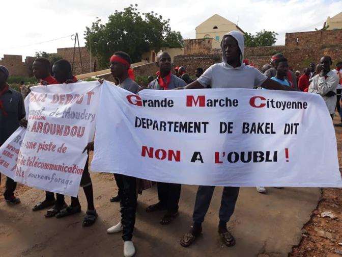 Enclavement, routes défectueuses et manque d'eau…: Bakel exprime sa souffrance dans les rues