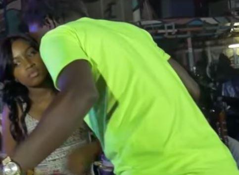 "Vidéo : Duo explosif Wally Seck ""courtise"" la jeune Astar"