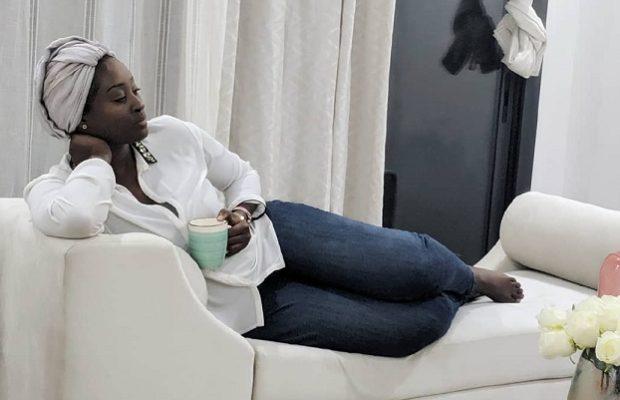 Nafi l'épouse de MOMO au meilleure de sa forme, en mode Relax