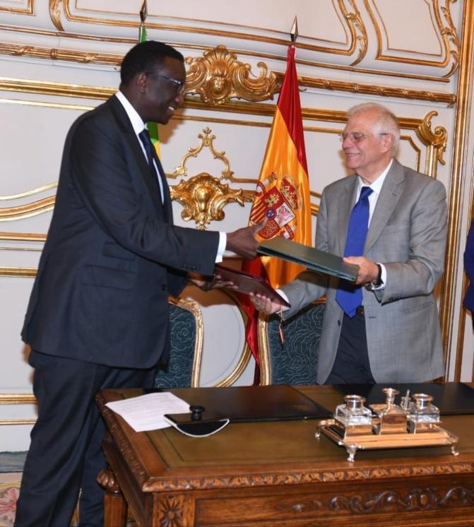 Questions d'intérêt commun: Amadou Bâ et son homologue espagnol signent un accord de coopération